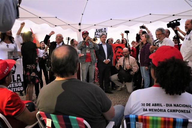 Militantes em greve de fome recebem apoio de Evo Morales e Vigília Lula Livre