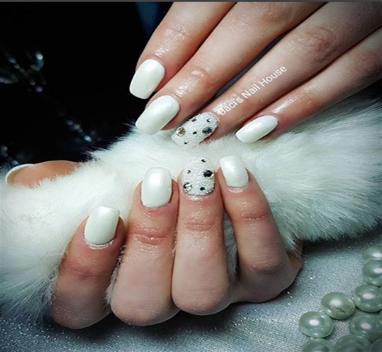 30+ Amazing White Gel Nail Art Design Ideas