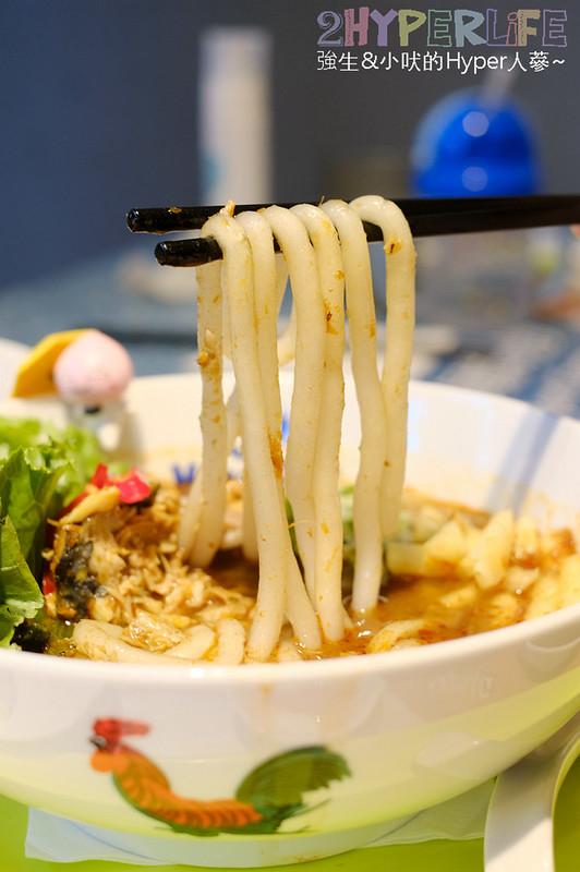 MAMAK檔| 全球票選50大美食之一在台中就吃的到,夏季限定+新菜單加上好拍外觀還不快來嚐鮮! @強生與小吠的Hyper人蔘~
