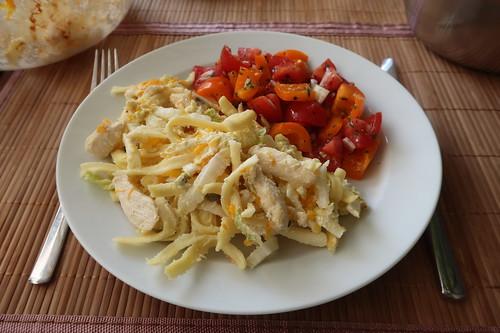 Lieblingsauflauf meiner Kindheit (2. Tag) zu Paprika-Tomaten-Salat