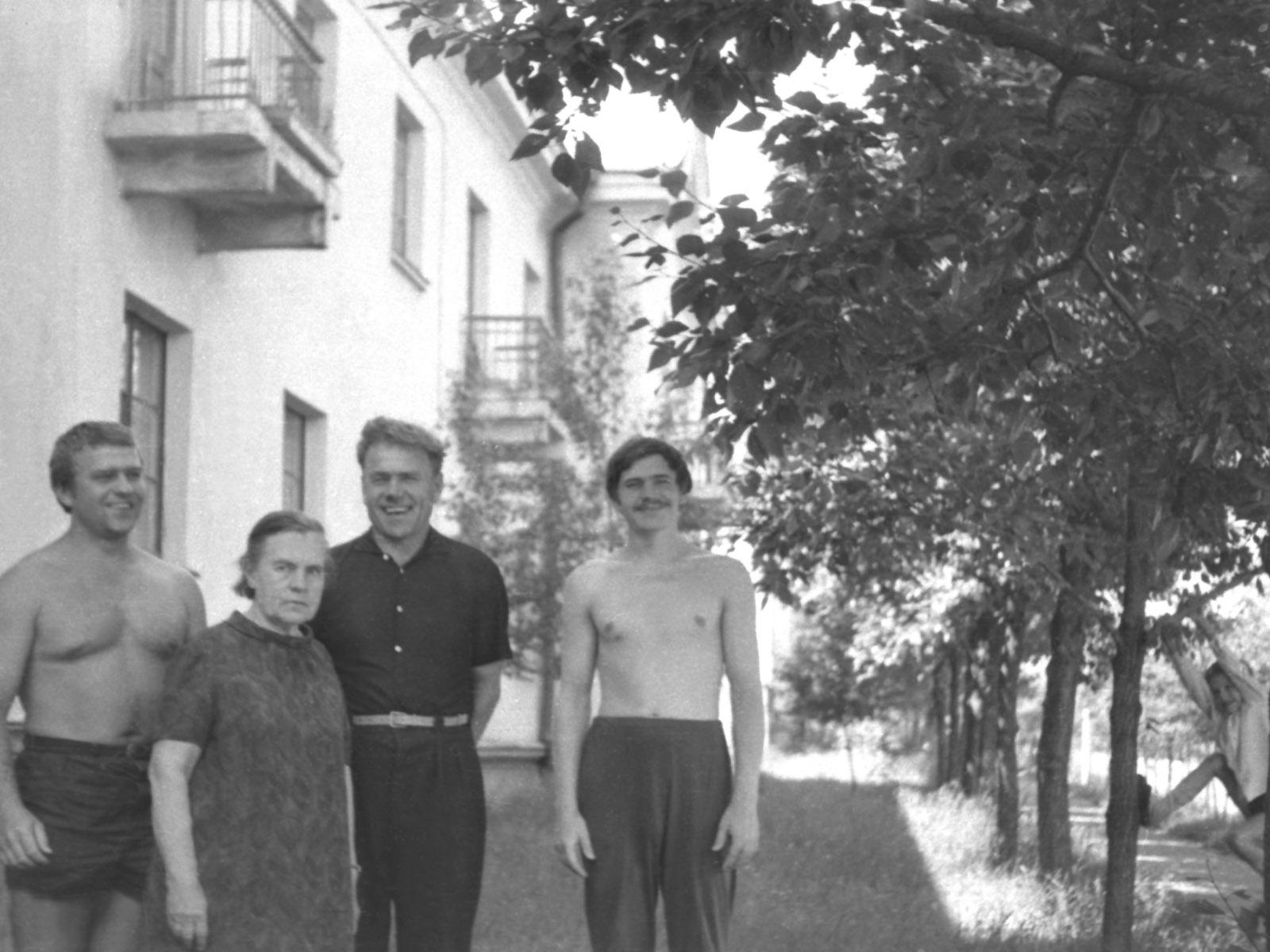 1971. Иркутск, улица Крупской, дом 2. Фасад на улицу Ангаргэсстроя. Июль