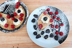 EASY DOES IT # 36 – OREO AND YOGURT PIE WITH HONEY & FRESH BERRIES