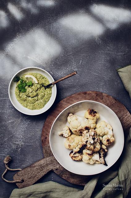 Coliflor asada y salsa Diosa Verde