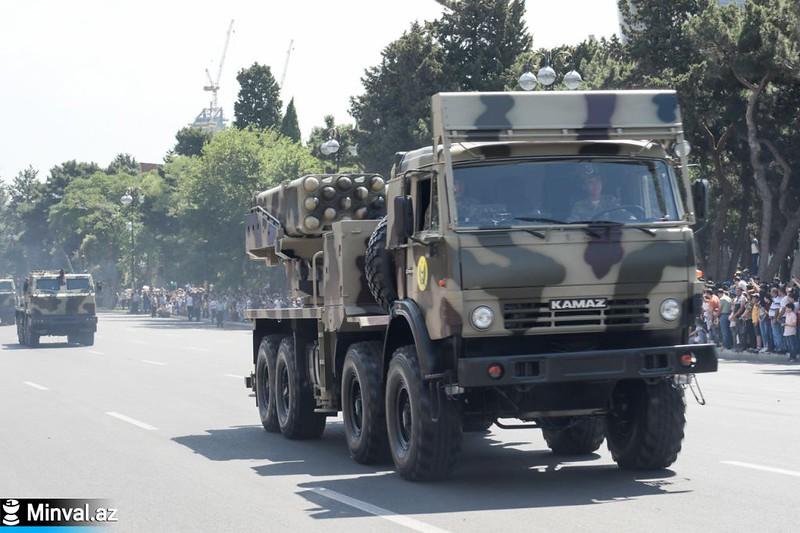 LAR-160-parade-azerbaijan-2018-dmlj-1