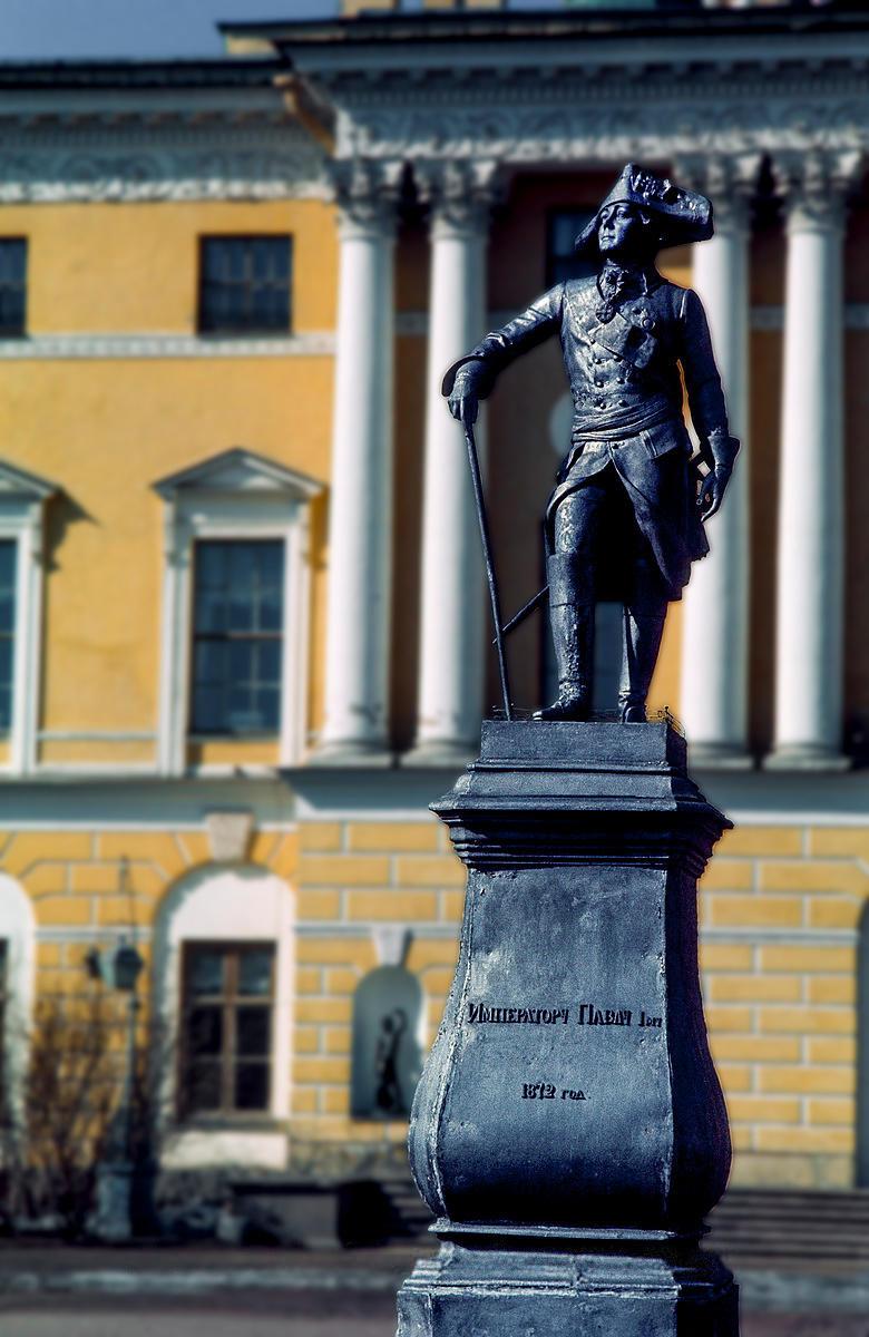 Павловск. Памятник Павлу I