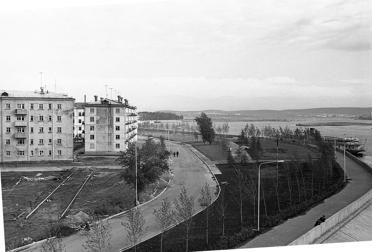 1960-е. Вид на бульвар Гагарина с моста
