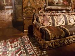 Canapé et kilim de Noureev - Centre National du Costume de Scène de Moulins (Allier)