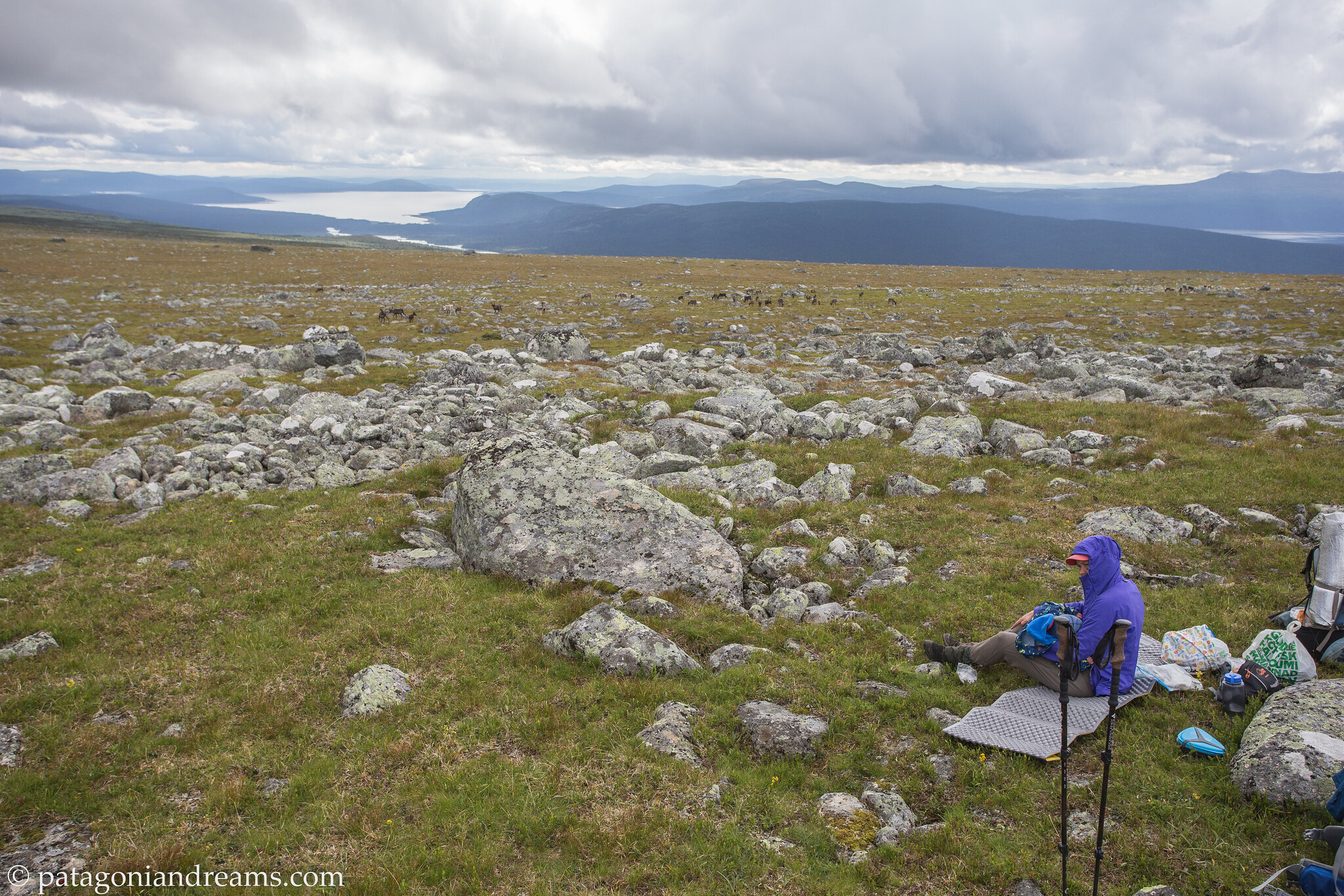 Breast feeding is the healthy baby snack. Kungsleden through Laponia. Swedish Lapland.