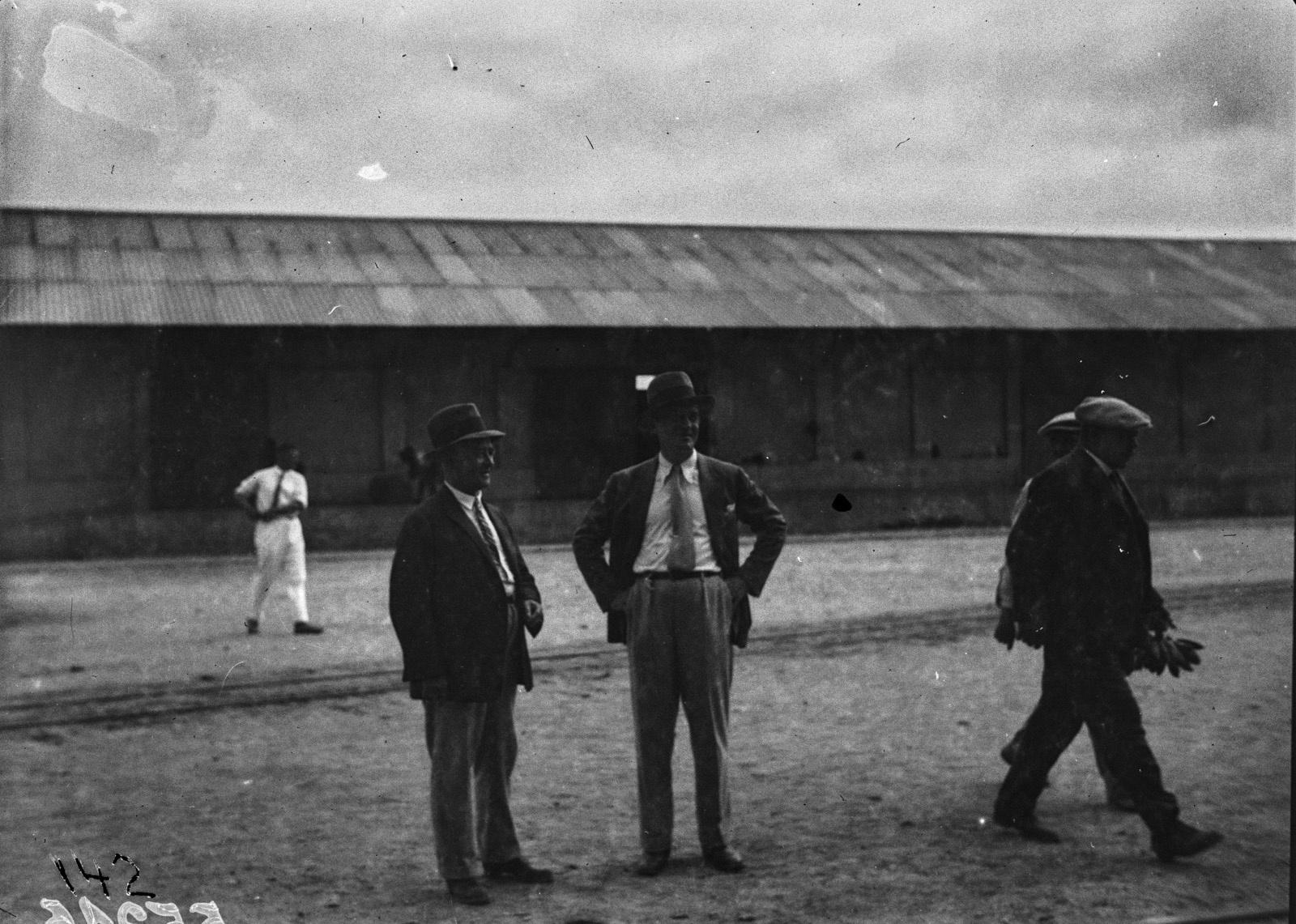 Португальская Западная Африка. Пассажиры в порту Лобито