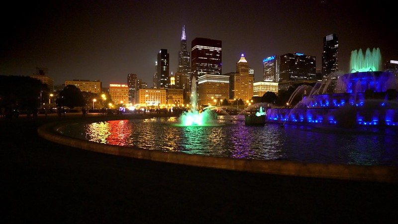 Buckingham Fountain Night Pan UHD  medium
