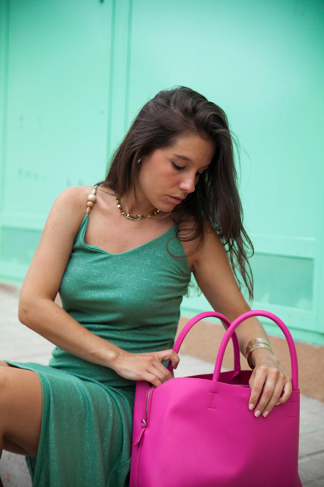07_Vestido_turquesa_largo_outfit_embarazada_influencer_barcelona_theguestgirl_fiji_water