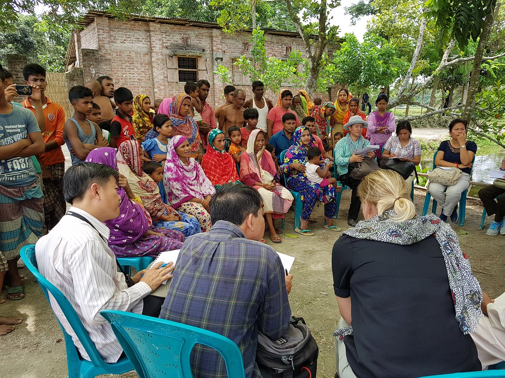 Cambodia delegation meets lead farmers who support carp mola polyculture and nutrition education in Saidpur community, Dinajpur District, Rangpur, Bangladesh. Photo by Cecily Layzell, WorldFish.