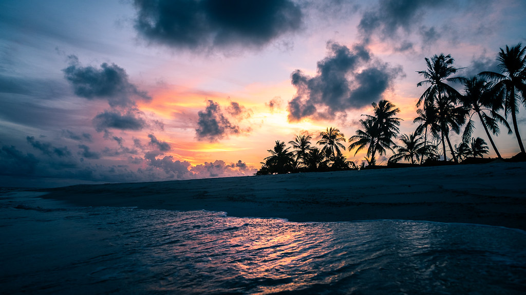 Sunset on the sea, Maldives picture