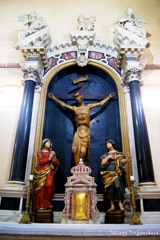 Боковой алтарь в церкви Св. Марии Речной