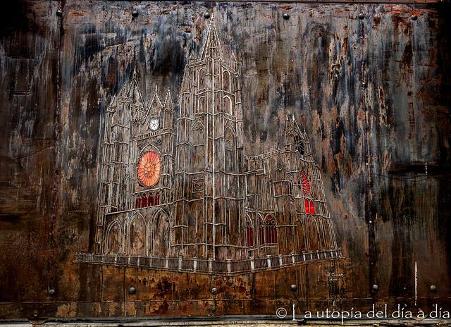 La puerta gótica utópica de Las Lomas