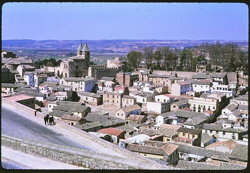 Arrabal de Toledo en abril de 1963. Película Kodachrome. Donación de la familia Burgos.