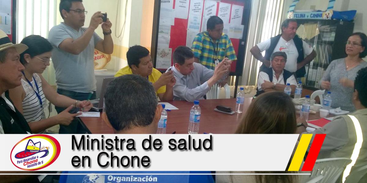 Ministra de salud en Chone