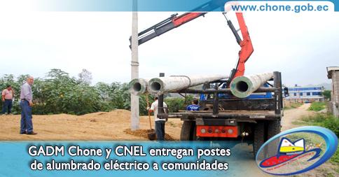 GADM Chone y CNEL entregan postes de alumbrado eléctrico a comunidades