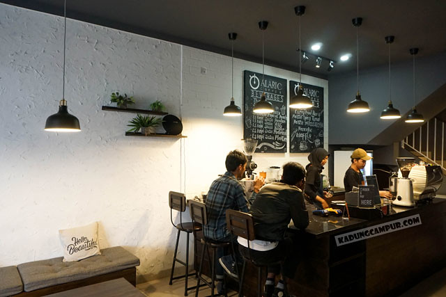 alaric coffee bintaro seating area non smoking - kadungcampur