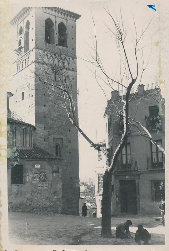 Iglesia de Santa Leocadia y Plaza de Santo Domingo el Antiguo en 1962. Fotografía de Julián C.T.