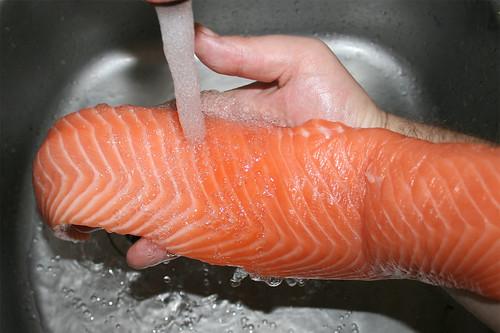 17 - Lachs waschen / Wash salmon