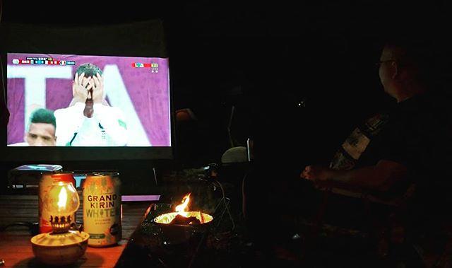 20180706 雖然在露營 還是要關心一下 好友 啤酒 烤肉 球賽 人森啊 #歐北露 #campinglife #ilovecamping #2018worldcup