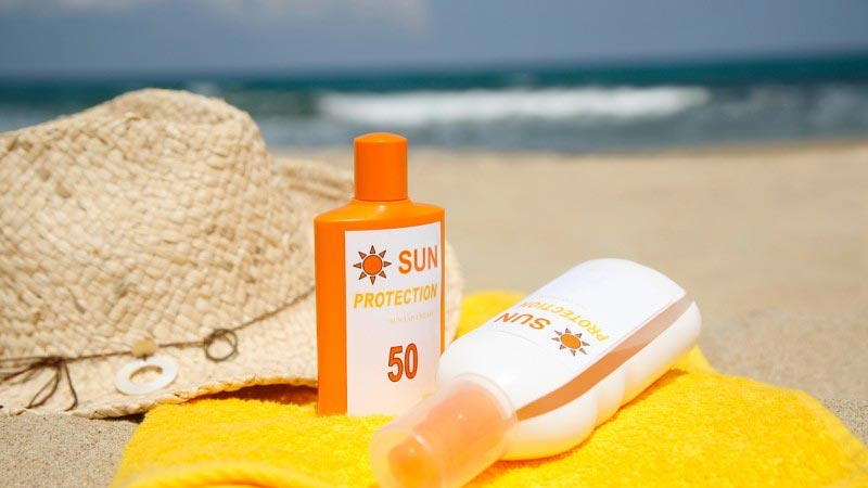 Sunscreen atau tabir surya.