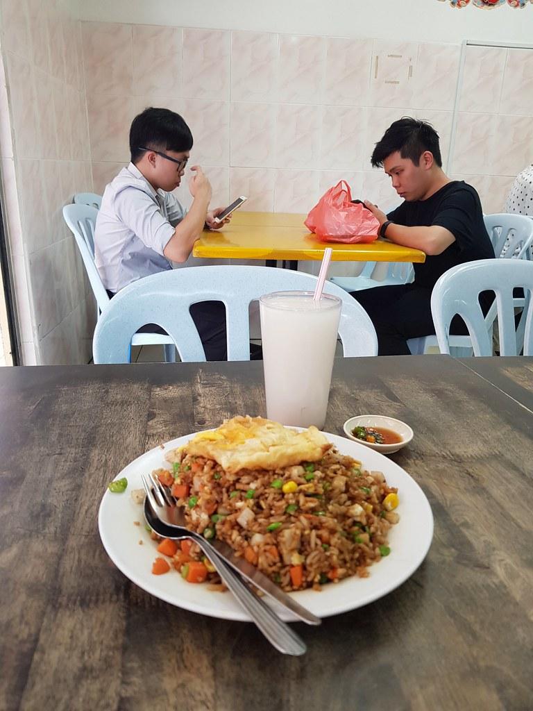 扬州炒饭加蛋 +薏米水 $10.20 @ Restoran Happy Chef Corner at Phileo Damansara PJ