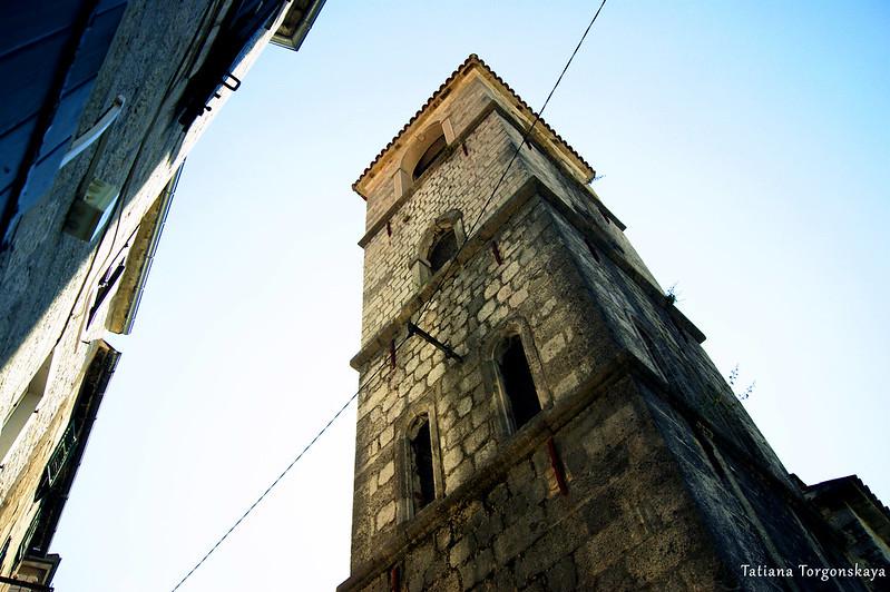 Вид снизу на колокольню церкви Св. Марии Речной