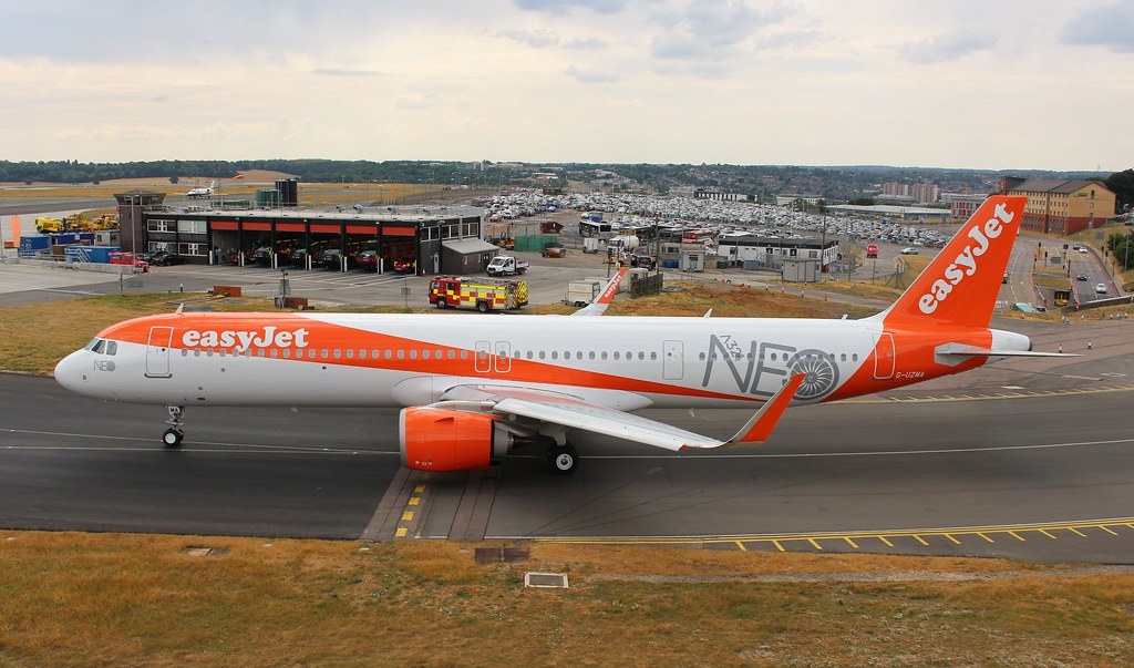 G-UZMA Airbus A321-251NX Easyjet