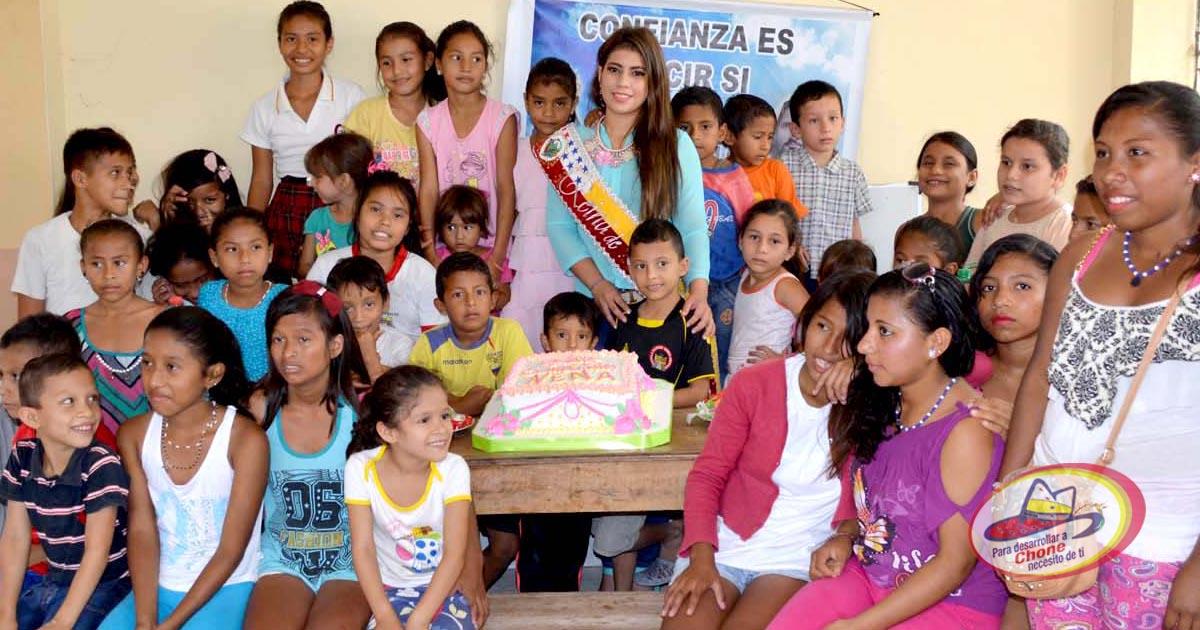 Reina de Chone compartió almuerzo con niños de fundación