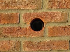 Opening in muur achtergevel Pink Floydstraat