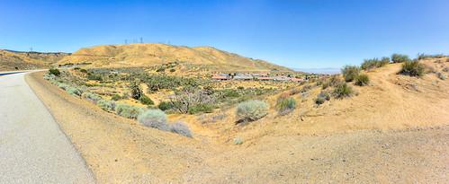 valleyofjoshuatrees dirtpath hiking trail joshuatrees californiaaqueduct path mojavedesert mohavedesert antelopevalley california joelach