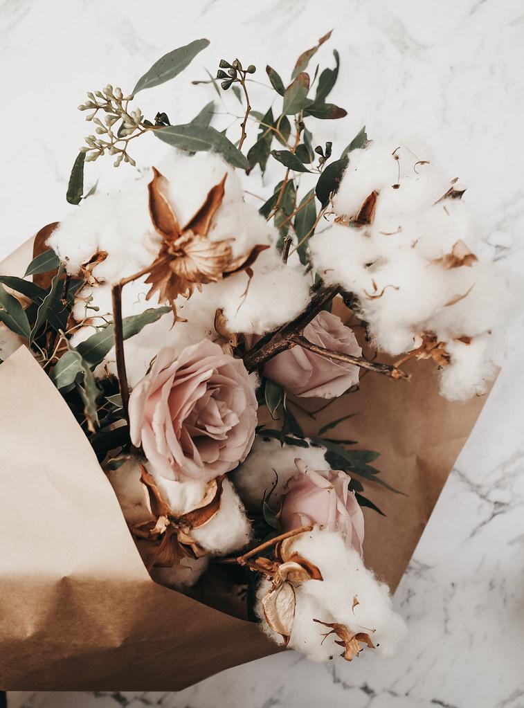 roses-cotton-eucalyptus-bouquet-winter-11