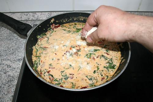 43 - Parmesan einstreuen / Intersperse parmesan