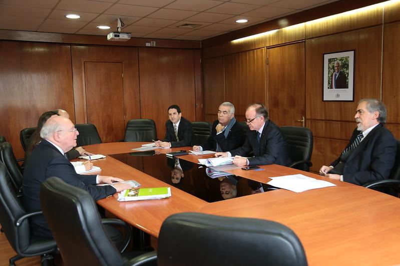 Ministro Walker se reúne con Embajador de Chile en China, Luis Schmidt