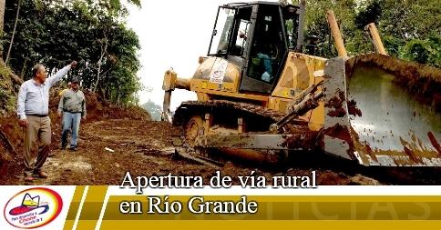 Apertura de vía rural en Río Grande