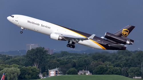 minneapolisstpaulinternationalairport msp kmsp mspairport cargo cargolove cargoplane freighter mcdonnelldouglas md11 md11f takeoff ups upsairlines n260up