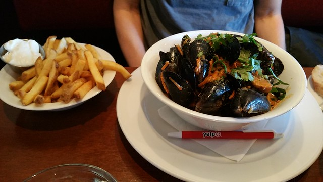 2018-Jul-11 Bistro Wagon Rouge - moules frites
