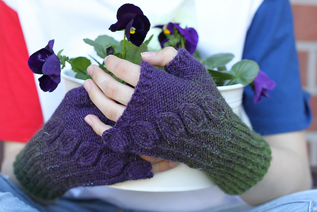 Secession Mitts