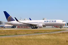United Airlines / N656UA / B 767-322(ER)(W)