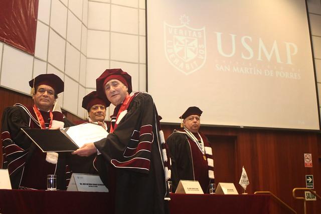 Massimo Rugge, autoridad mundial en cáncer gástrico fue incorporado como Doctor Honoris Causa de la USMP