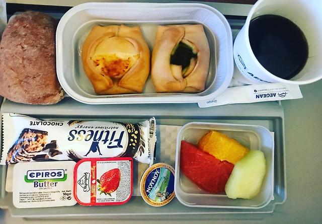 Спасибо #aegean_airlines за вкусный перекус #отдых #греция #вкусно #еда #самолет #небо #путешествие #салоники