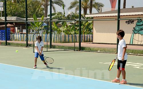 Turnuva,-Damlataş-Plajı'nda-bulunan-tenis-kortlarında-yapıldı