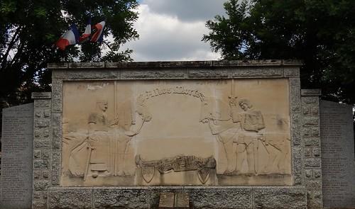 MONUMENT AUX MORTS DE SAIL SOUS COUZAN (42)