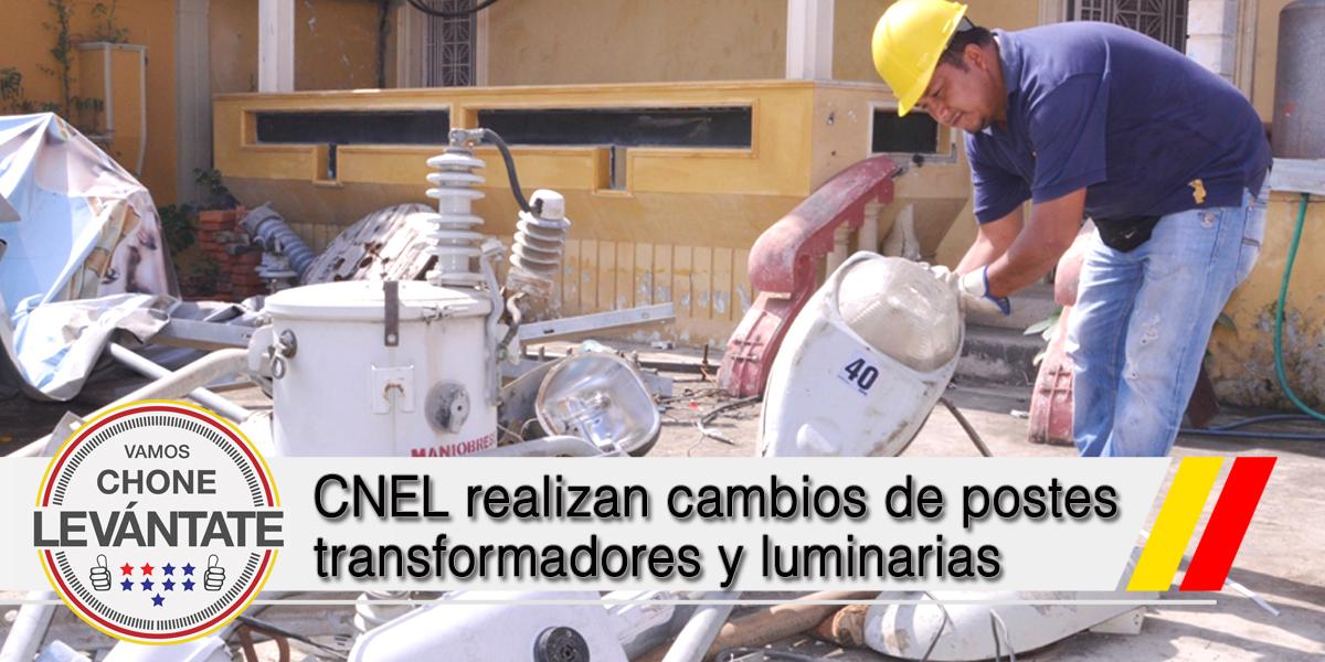 CNEL realizan cambios de postes transformadores y luminarias en sectores barriales