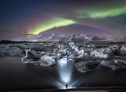 Jökulsárlón Northern Lights - Tom Archer. From Visiting Iceland: All you need to know about glaciers