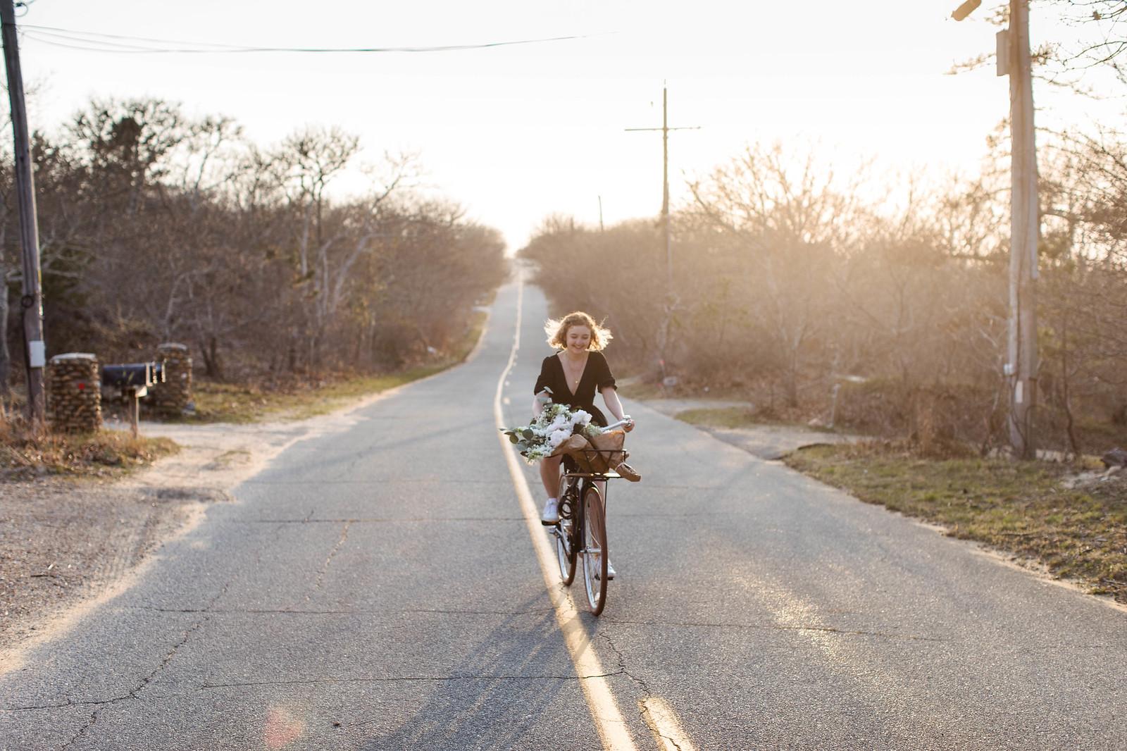 biking in a dress on juliettelaura.blogspot.com