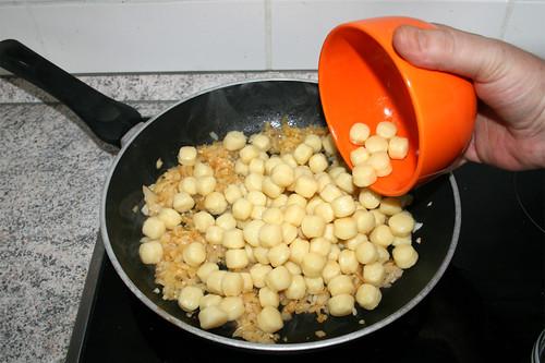 30 - Gnocchi in Pfanne geben & anbraten / Add & fry gnocchi