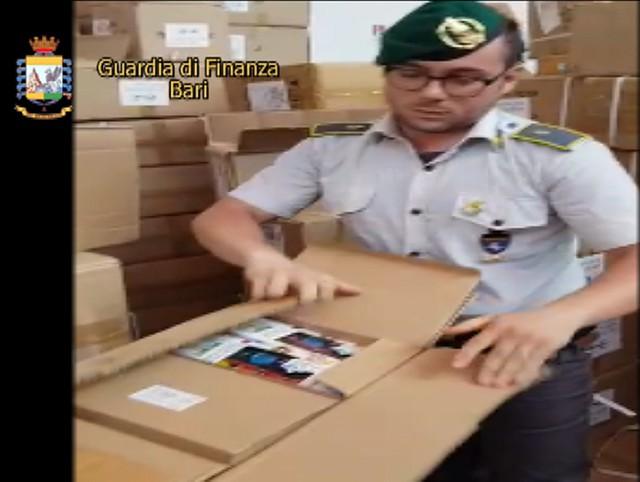 gdf sequestra prodotti contraffatti